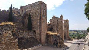 Muros y torres del castillo medieval