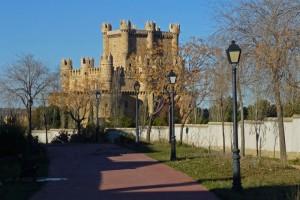 Sendero junto al Castillo de Guadamur, castillos de toledo
