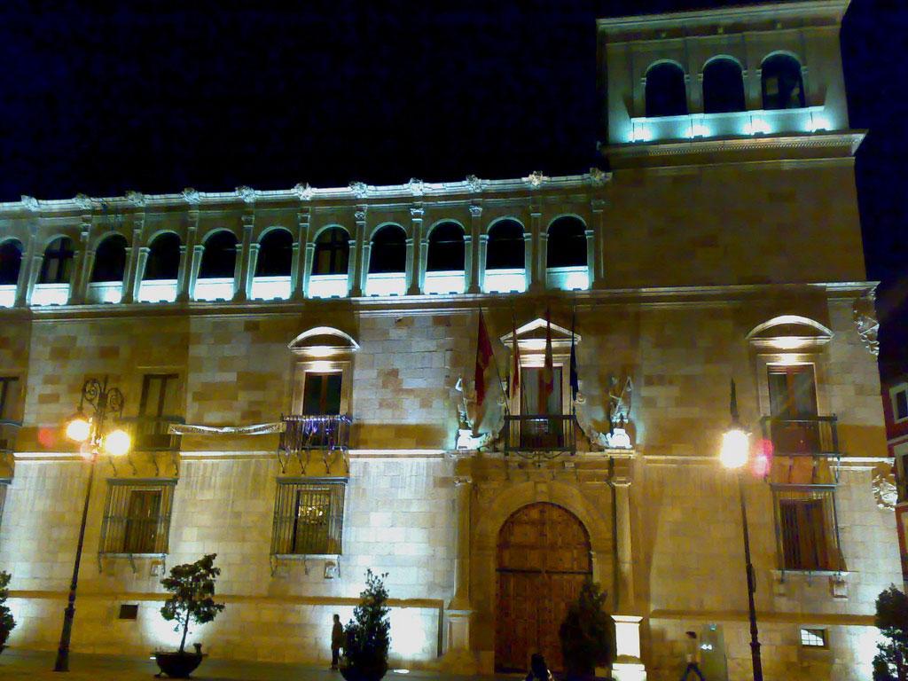 Palacio de los Guzmanes en León. Foto de l u m i è r e