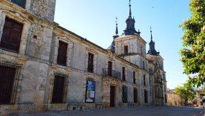 Palacio de Goyeneche junto a la Iglesia de San Francisco Javier