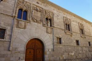 Palacio de los Momos con su fachada de estilo gótico isabelino, edificios civiles de Zamora