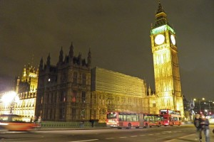 Vista nocturna del Palacio de Westminster