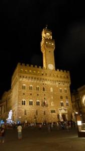 Vista nocturna del Palazzo Vecchio de Florencia