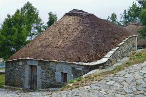 Qué ver en O Cebreiro, primer pueblo gallego del Camino de Santiago Francés