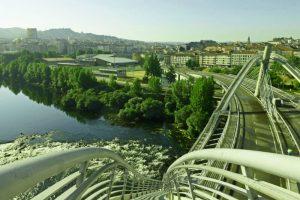 Ciudad de Orense vista desde el Puente del Milenio