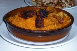 Patatas revolconas, plato típico de la gastronomía de Candeleda
