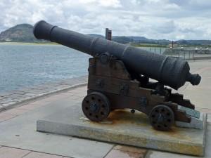 Cañón largo español del siglo XVIII en la Bahía de Santoña