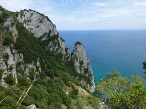 Peña del Fraile en el Monte Buciero dominando la entrada de la bahía de Santoña