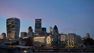 Edificio 30 St Mary Axe (El Pepinillo) integrado en el skyline de Londres