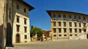 Plaza de los Caballeros, a la izquierda el Palacio del Reloj