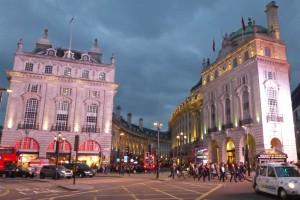 Edificios rodeando Piccadilly Circus