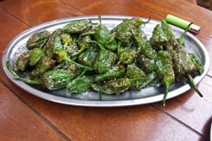 Pimientos del Padrón, unos pican y otros no, qué comer en Santiago de Compostela