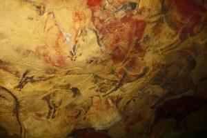 Pinturas rupestres en la Neocueva de Altamira