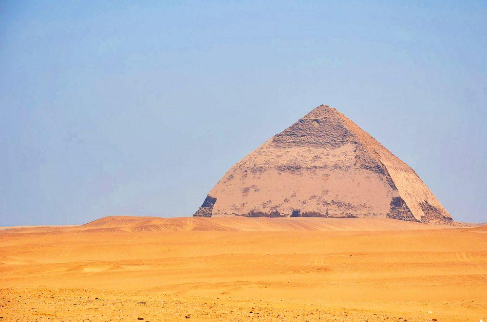 Pirámide Acodada, la más importante de las pirámides de Dahshur.