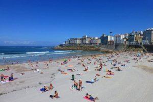 Playa de Orzán, una de las más concurridas de La Coruña