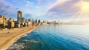 Playa de Poniente, más frecuentada por turistas nacionales