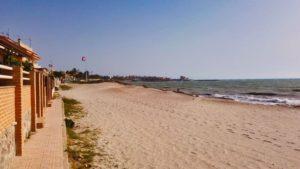 Playa Las Villas, una de las 10 playas y calas de Pilar de la Horadada