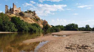 Playa del río Alberche a los pies del Castillo de Escalona