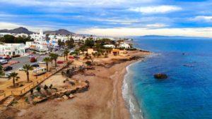 Playa de la Piedra Villazar, una de las más concurridas de Mojácar