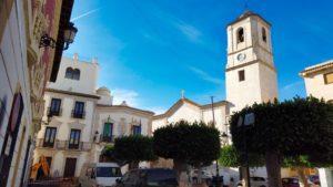 Iglesia de Santa María y Ayuntamiento en la Plaza de la Constitución