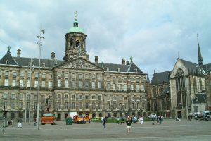Plaza Dam, una de las plazas más visitadas de Ámsterdam