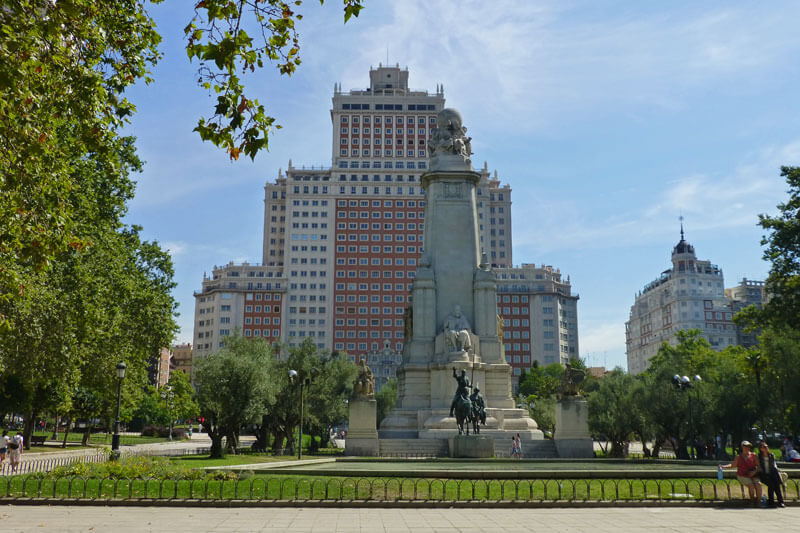 Plaza de España, una de las plazas más grandes de Madrid