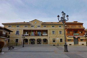 Ayuntamiento de Manzanares el Real en la Plaza del Pueblo