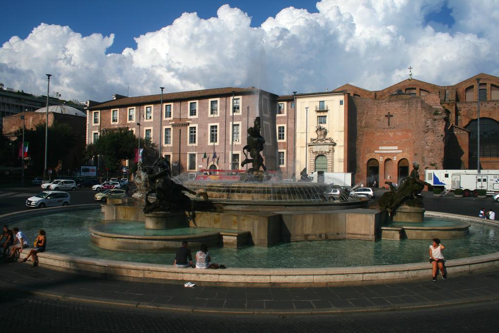 Plaza de la República y Basílica Santa María de los Ángeles y los Mártires. Foto de Justin Ennis