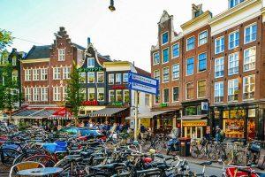 Plaza Spui, uno de los rincones más animados y cosmopolitas de Ámsterdam