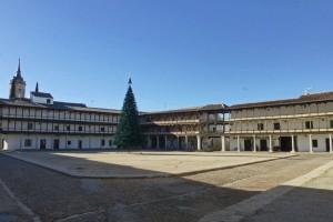 Plaza Mayor de Tembleque adornada para las Fiestas de Navidad