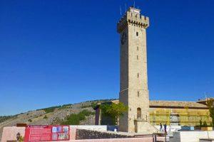 Torre de Mangana presidiendo la Plaza de Mangana