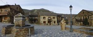 Plaza Mayor de Valverde de los Arroyos, uno de los pueblos negros de Guadalajara