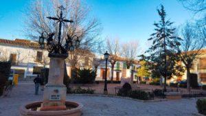 Plaza de la Fuente Vieja, frente al Convento de las Trinitarias