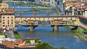 Ponte Vecchio de Florencia sobre el río Arno