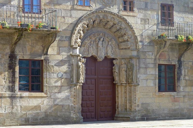 Portada del Colegio de San Jerónimo o Colegio de San Xerome