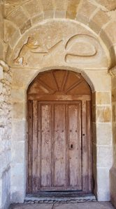 Portada románica de la iglesia