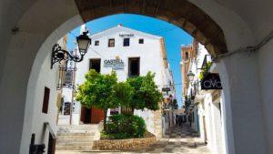 Portal Vell, formaba parte de la antigua muralla que rodeaba la villa