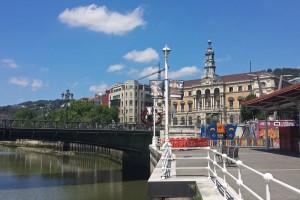 Casa Consistorial de Bilbao junto al Puente del Ayuntamiento, edificios civiles de Bilbao