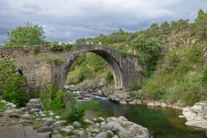 Garganta y Puente de Alardos en Madrigal de la Vera