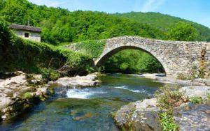 Puente en la ruta por las Riberas del Yera y Aján