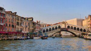 Puente Rialto, el más famosos de los puentes de Venecia