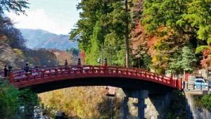 Vista del Puente Shinkyo en otoño, una de las fotos más famosas de Nikko