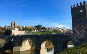 Puente de San Martín a los pies del Monasterio de San Juan de los Reyes