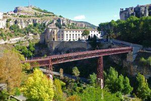 Parador de Turismo de Cuenca detrás del Puente de San Pablo