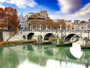 Puente Sant'Angelo sobre el río Tíber