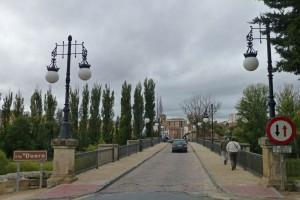 Carretera sobre el Puente de Piedra de Soria