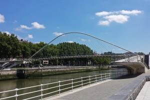 Puente de Calatrava o Zubizuri, puentes de Bilbao