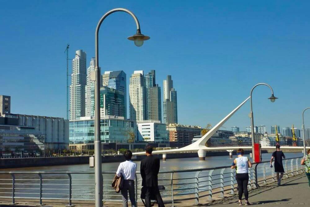 Puerto Madero, uno de los barrios más modernos y lujosos de Buenos Aires