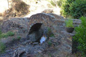 Puente de piedra para cruzar el Arroyo de Patones