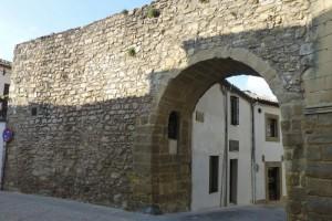 Arco del Barbudo junto a la Antigua Universidad de Baeza